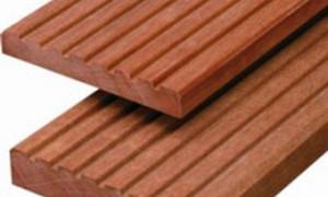 Hardhouten palen en planken