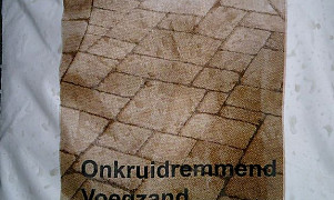 Voegzand onkruid remmend